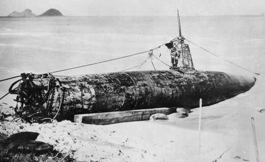 Midget japanese submarine beached at bellows field
