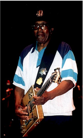 {Bo Diddley in concert in Texas}